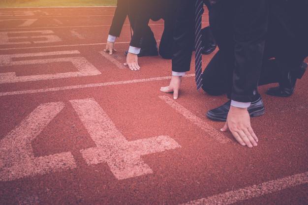 جاوید ایرانیان group business people ready start race track 38335 103 1 چگونگی ساختن یک تیم موفق بازاریابی و فروش(روش هوشمندانه) :    Image of group business people ready start race track 38335 103 1