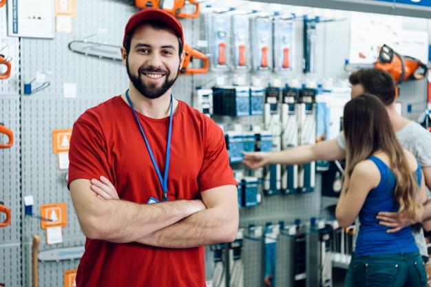جاوید ایرانیان salesman is posing power tools store 94347 1102 از اخراج شدن تا تبدیل شدن به بزرگ ترین کارآفرین آمریکا استارت آپ نحوه شکل گیری ایده  موفقیت مقله موفقیت کارافرین امریکایی کارافرین ریچارد برانسون موفقیت ریچارد برانسون کارآفرین ریچارد برانسون جملات ریچارد برانسون   Image of salesman is posing power tools store 94347 1102