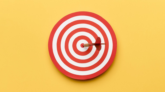 جاوید ایرانیان top view dartboard with arrow center 23 2148543339 1 تجزیه تحلیل کسب وکار در ۷ دقیقه    Image of top view dartboard with arrow center 23 2148543339 1